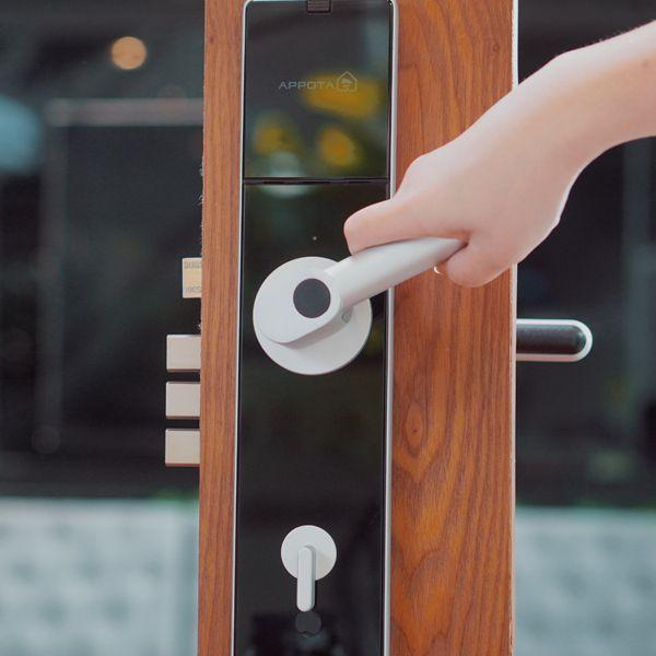 Mua khóa cửa điện tử ở đâu uy tín, giá rẻ và chất lượng nhất? 1