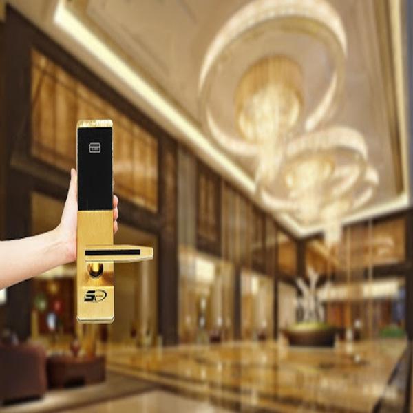Ưu điểm cửa ổ khoá cửa thông minh cho khách sạn và lưu ý khi dùng 1