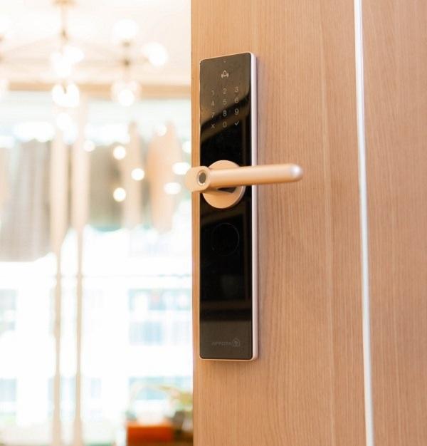 Top 5 mẫu khóa cửa thông minh cho biệt thự, căn hộ liền kề (1)