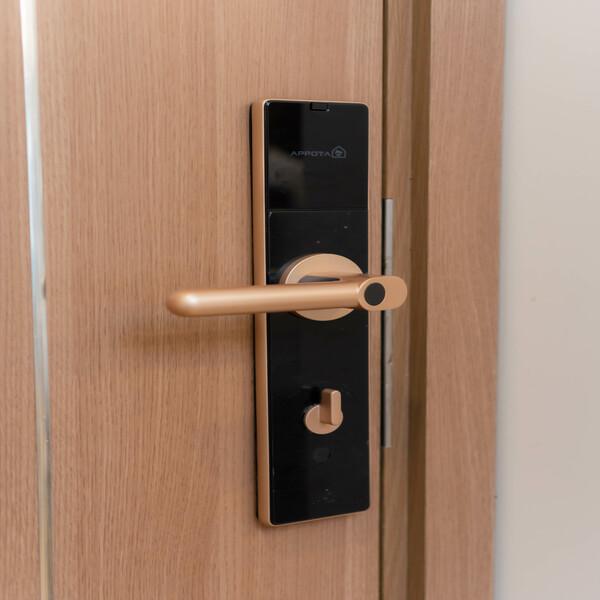 Khóa cửa bằng điện thoại là gì? Tìm hiểu về loại khóa hiện đại nhất hiện nay 2