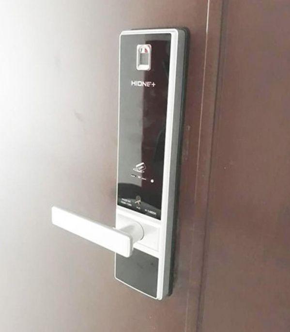 Tổng hợp các loại khóa vân tay giá rẻ cho cửa gỗ và cửa sắt 4