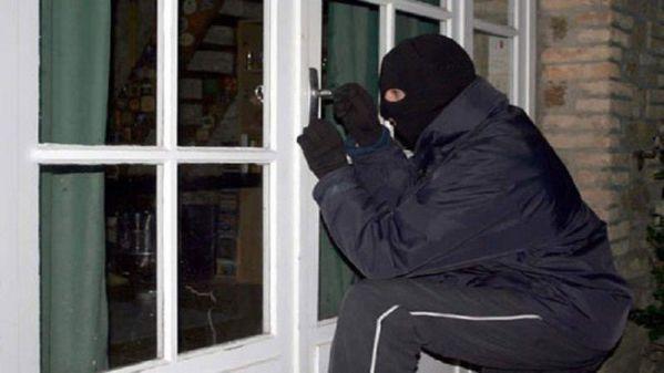 Khóa cửa thông minh vân tay chống trộm có gì hay mà được lựa chọn? 1