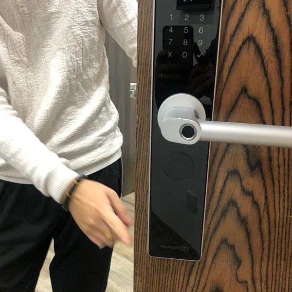 Khóa cửa cảm ứng có an toàn không? Vì sao chọn khóa cửa cảm ứng? 1