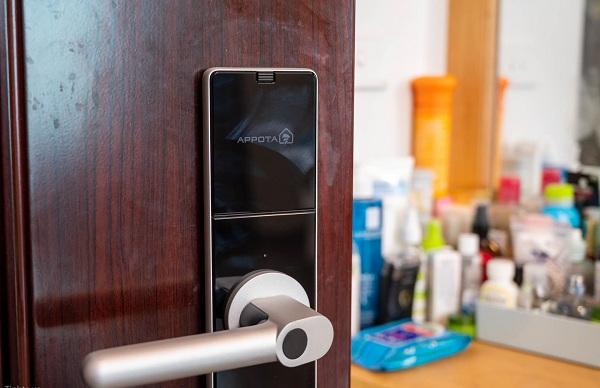 Nên chọn khóa cửa điện tử nào cho phòng ngủ? - Góc Tư Vấn (2)